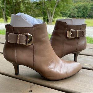 Anne Klein iFlex booties tan size 8